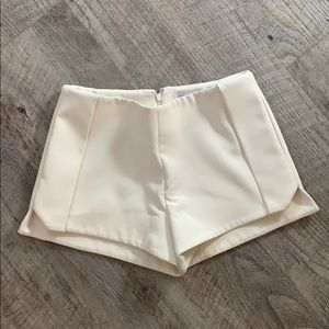 Finders keepers structured shorts size XS